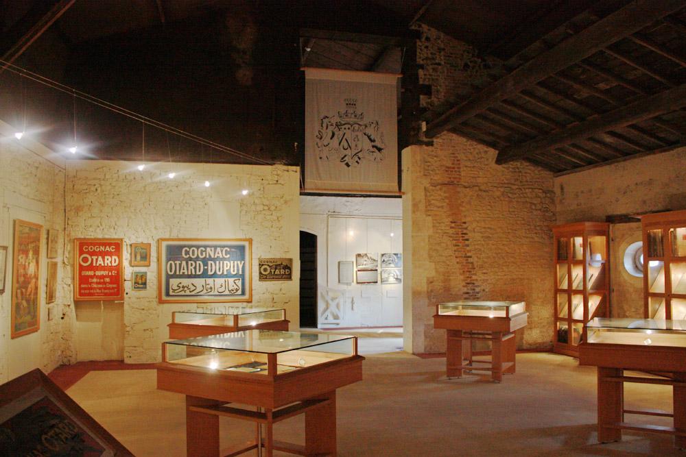 Een zaal van het kasteel is ingericht als museum.