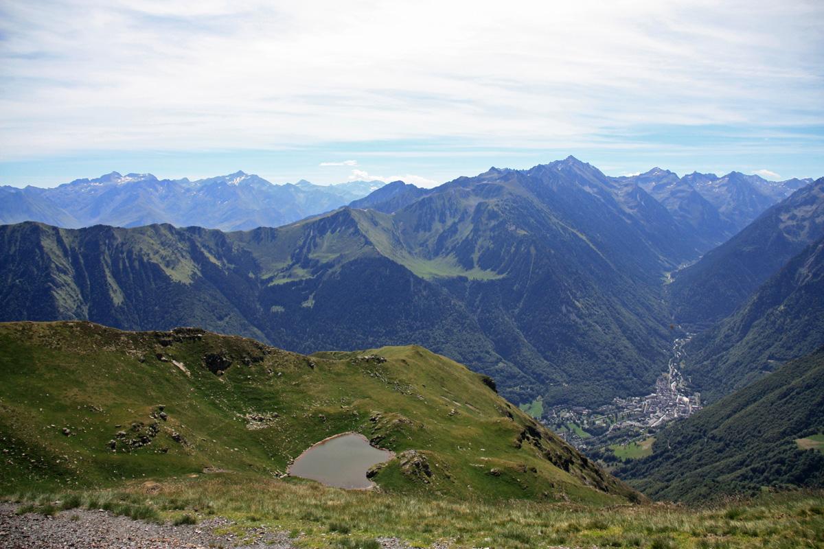 Hier zie je goed het hoogteverschil met het lager gelegen Cauterets, waar de wandeling begon.