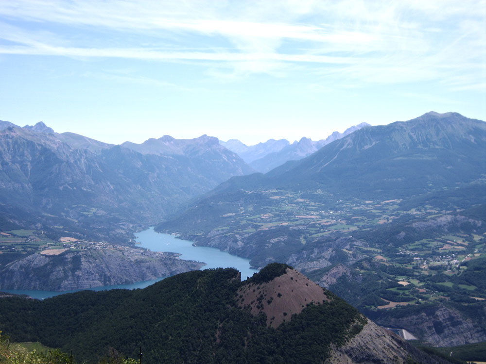 Mont Colombis: wandelen en fietsen met uitzicht op het Lac de Serre-Ponçon