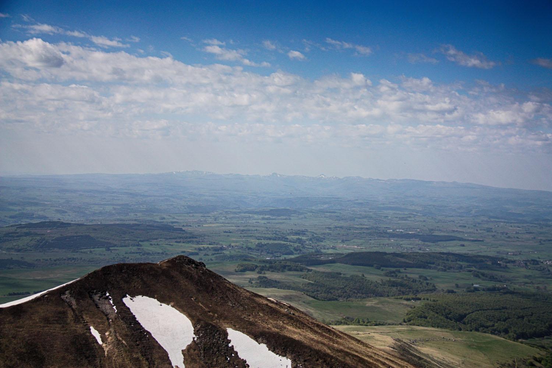 De Monts du Cantal, met in het midden de Puy Mary.