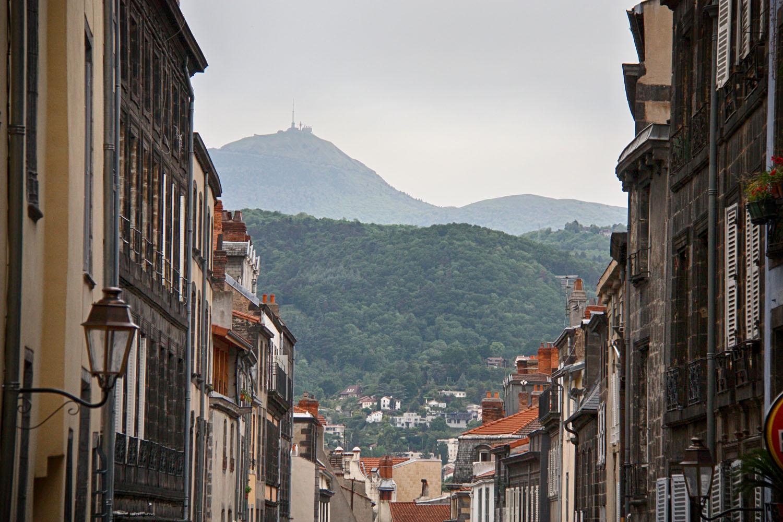 Overal is de Puy-de-Dôme zichtbaar.