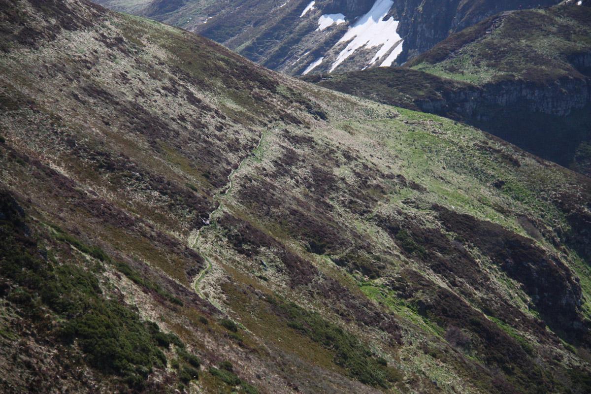De meeste mensen lopen alleen de Puy Mary op, maar om de berg heen lopen diverse mooie wandelroutes.