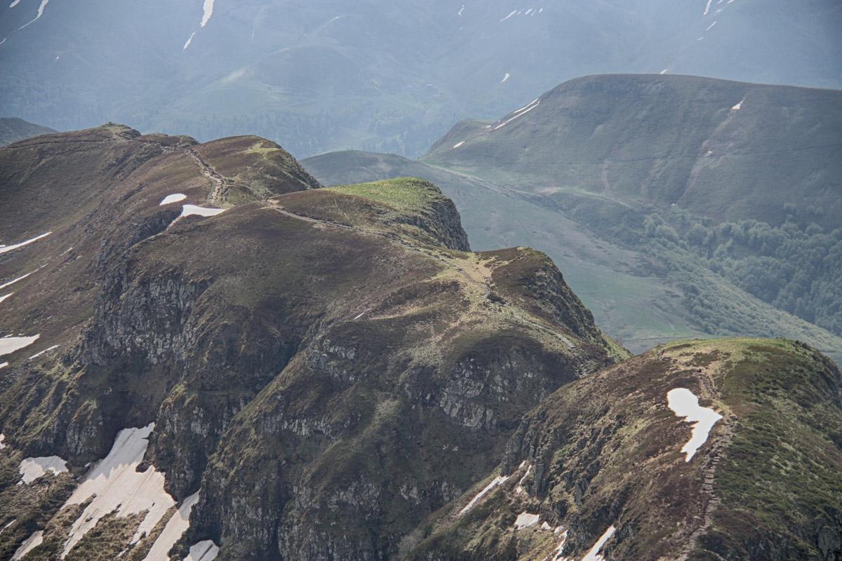Ook de Auvergne heeft zijn 'Brèche de Roland', net als de Pyreneeën. Dit gat in de bergrug werd vernoemd naar die in de Pyreneeën omdat hij er wel wat op lijkt. Over de bergrug voert een mooie wandeling.