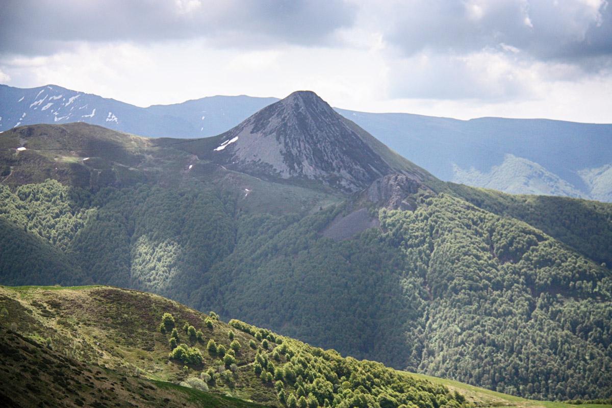 De iconische top van de Puy Griou, met z'n Fonolietsteen.