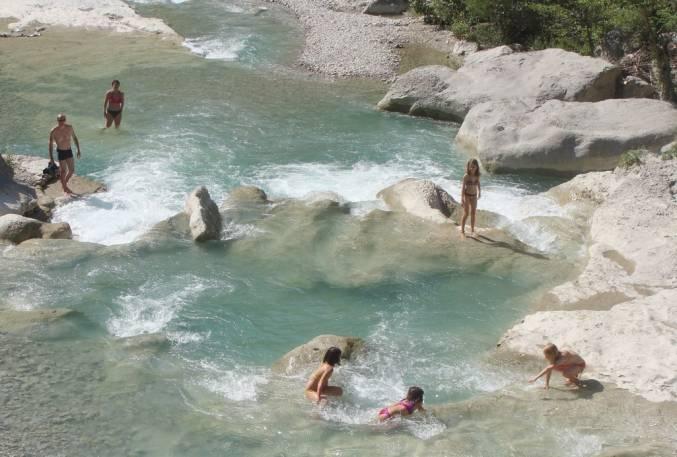 Zwemplek bij Gorges de la Méouge, Hautes-Alpes, Frankrijk