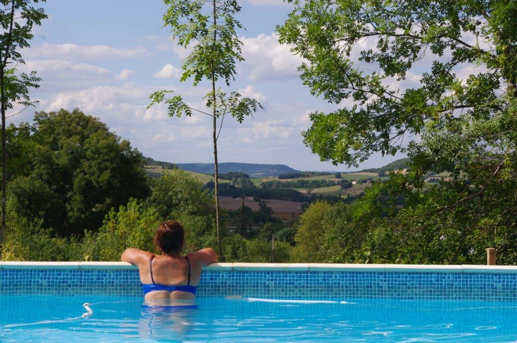 Camping met zwembad en uitzicht in de Midi-Pyrenées, Frankrijk