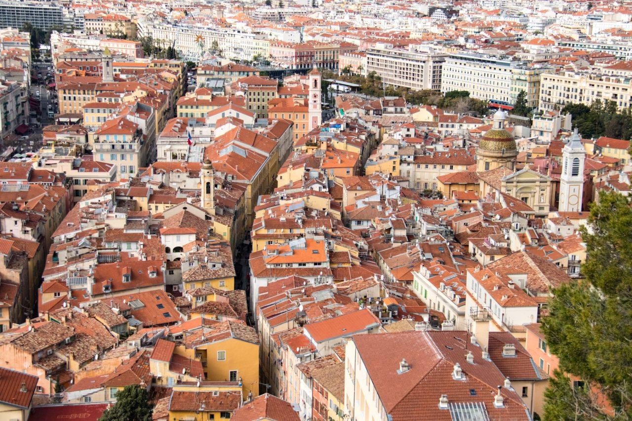 De oude stad met rechts de kathedraal.