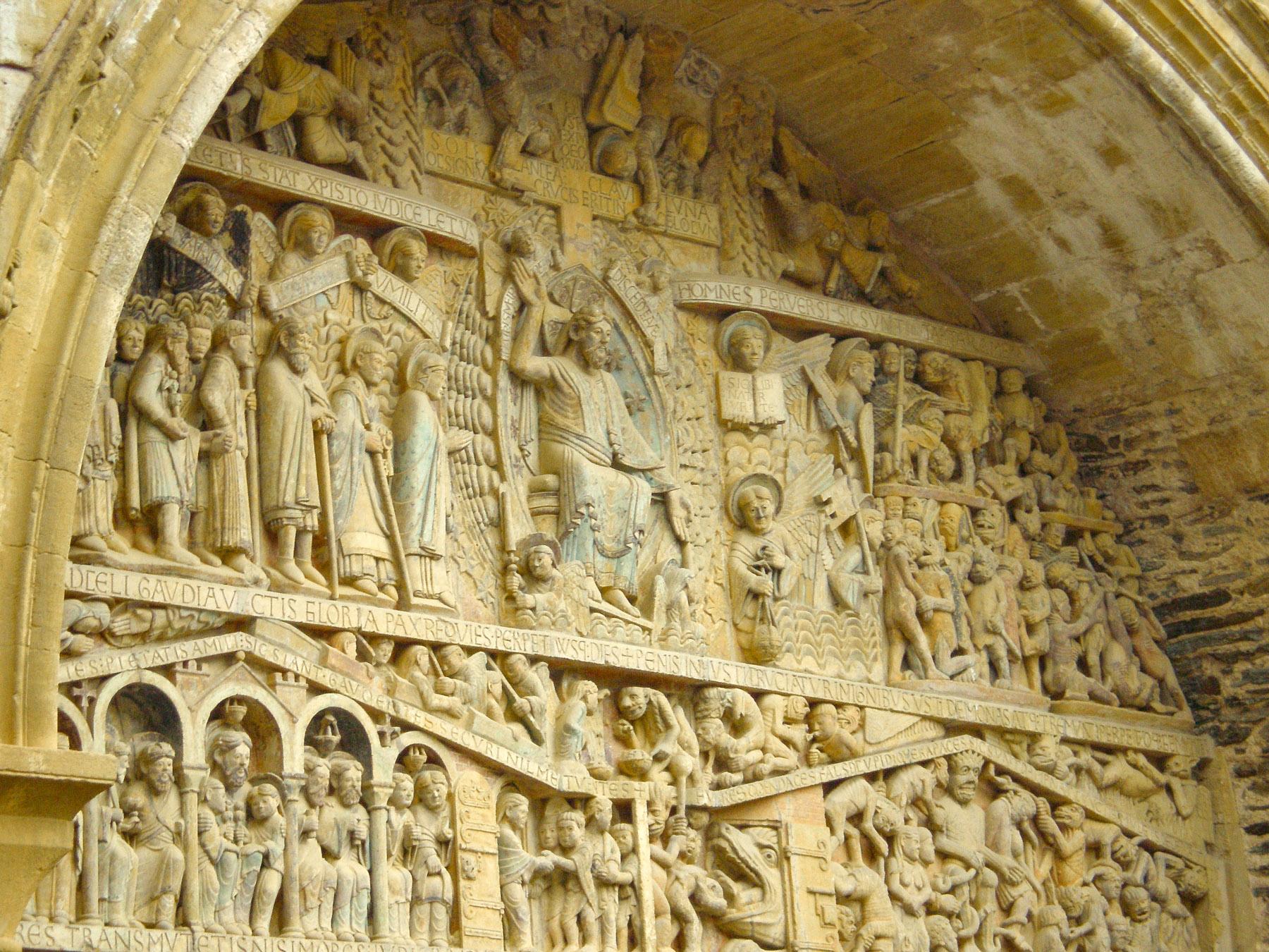 Timpaan van de abdijkerk van Sainte-Foy