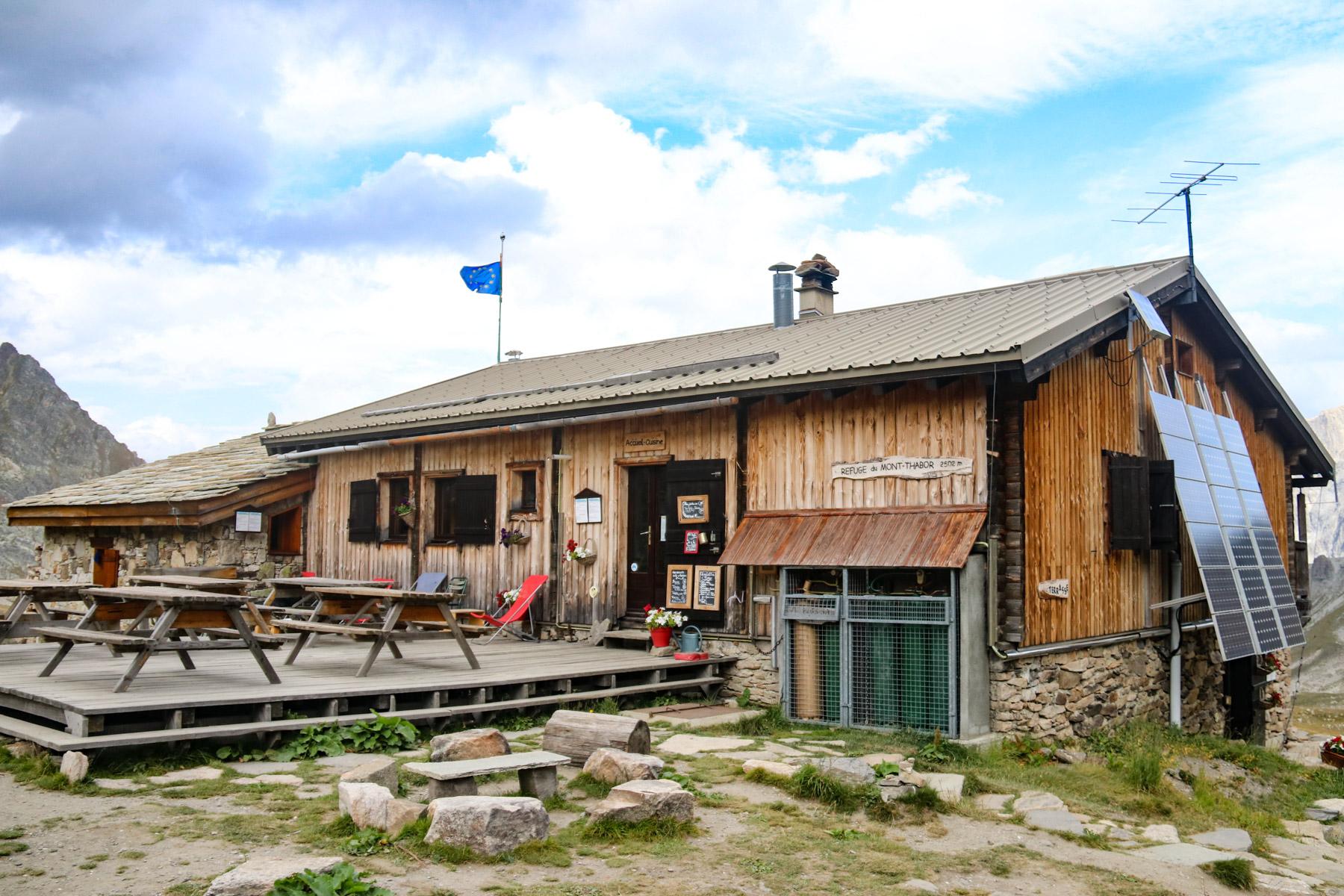 Overnachten in een berghut: tips voor een geslaagde huttentocht in Frankrijk