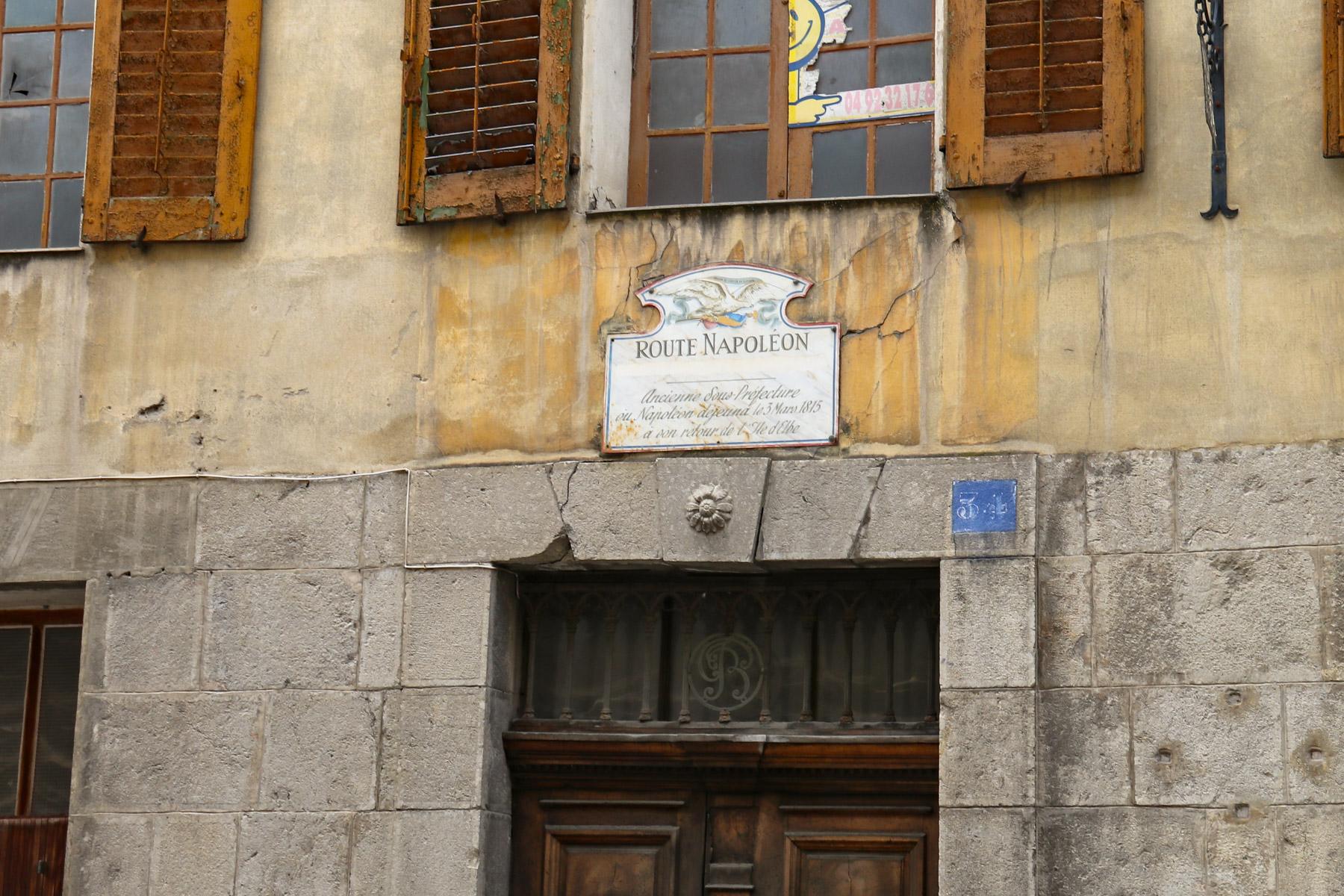 In dit huis in Castellane heeft Napoléon geluncht.