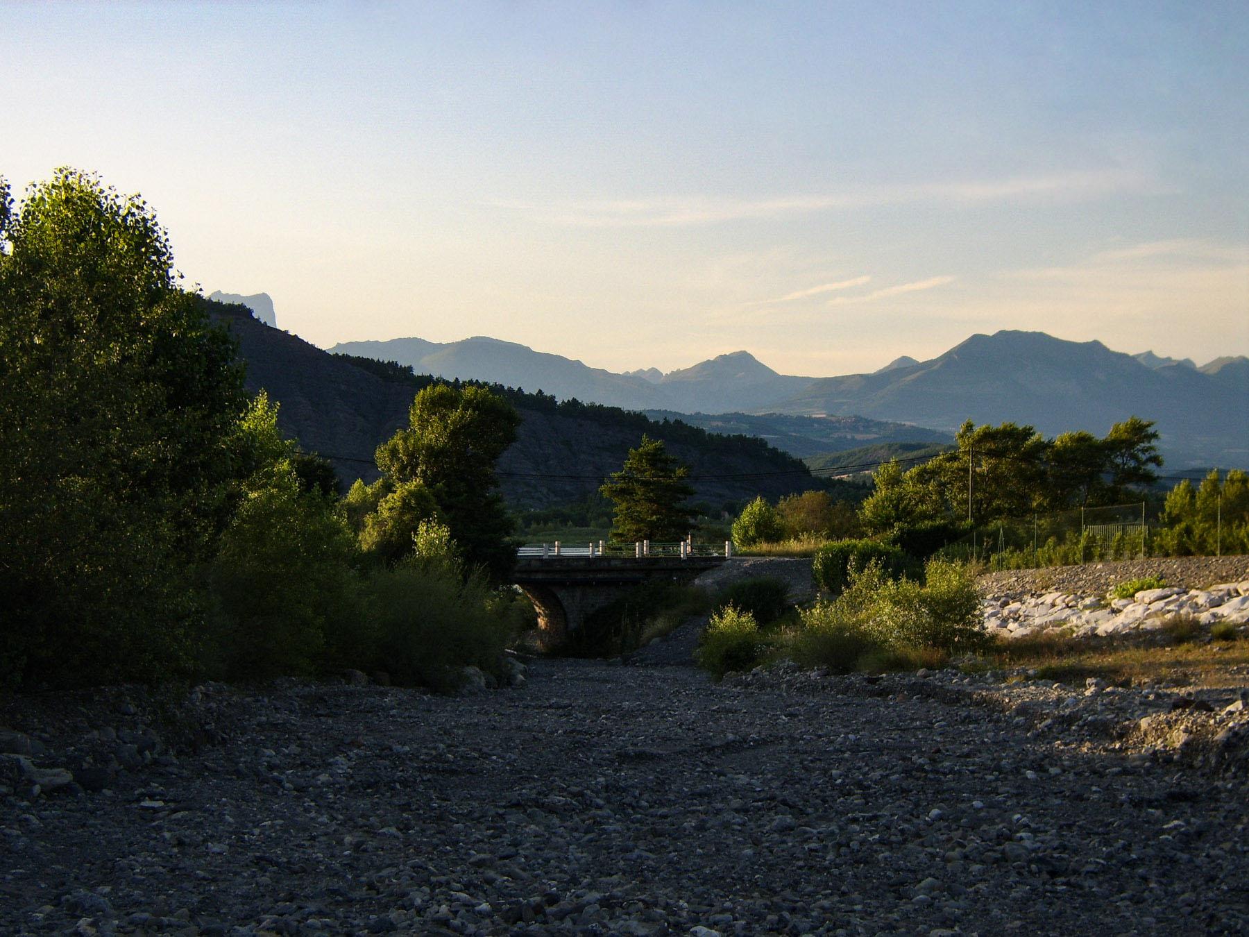 Het landschap tussen Sisteron en Gap.