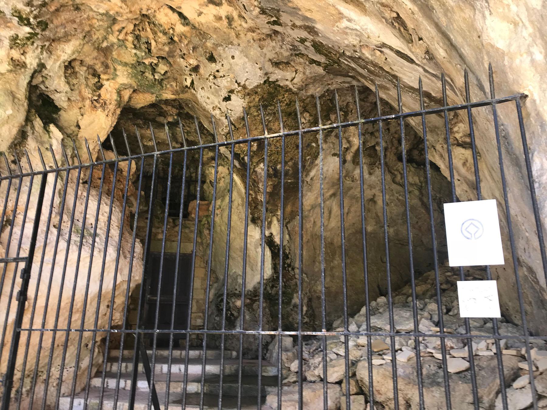 De ingang van de Grotte des Combarelles