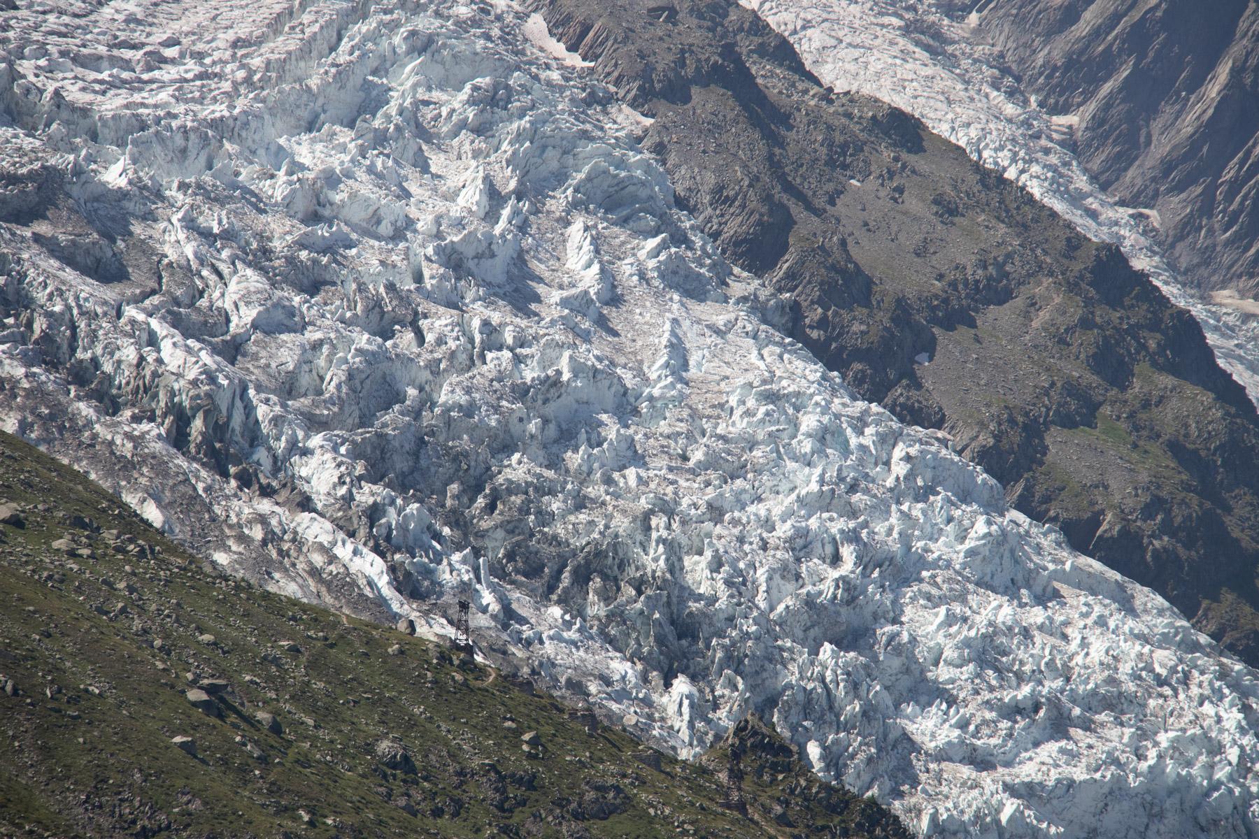 Een van de gletsjers die naar beneden loopt vanaf de Mont BlancEen van de gletsjers die naar beneden loopt vanaf de Mont Blanc
