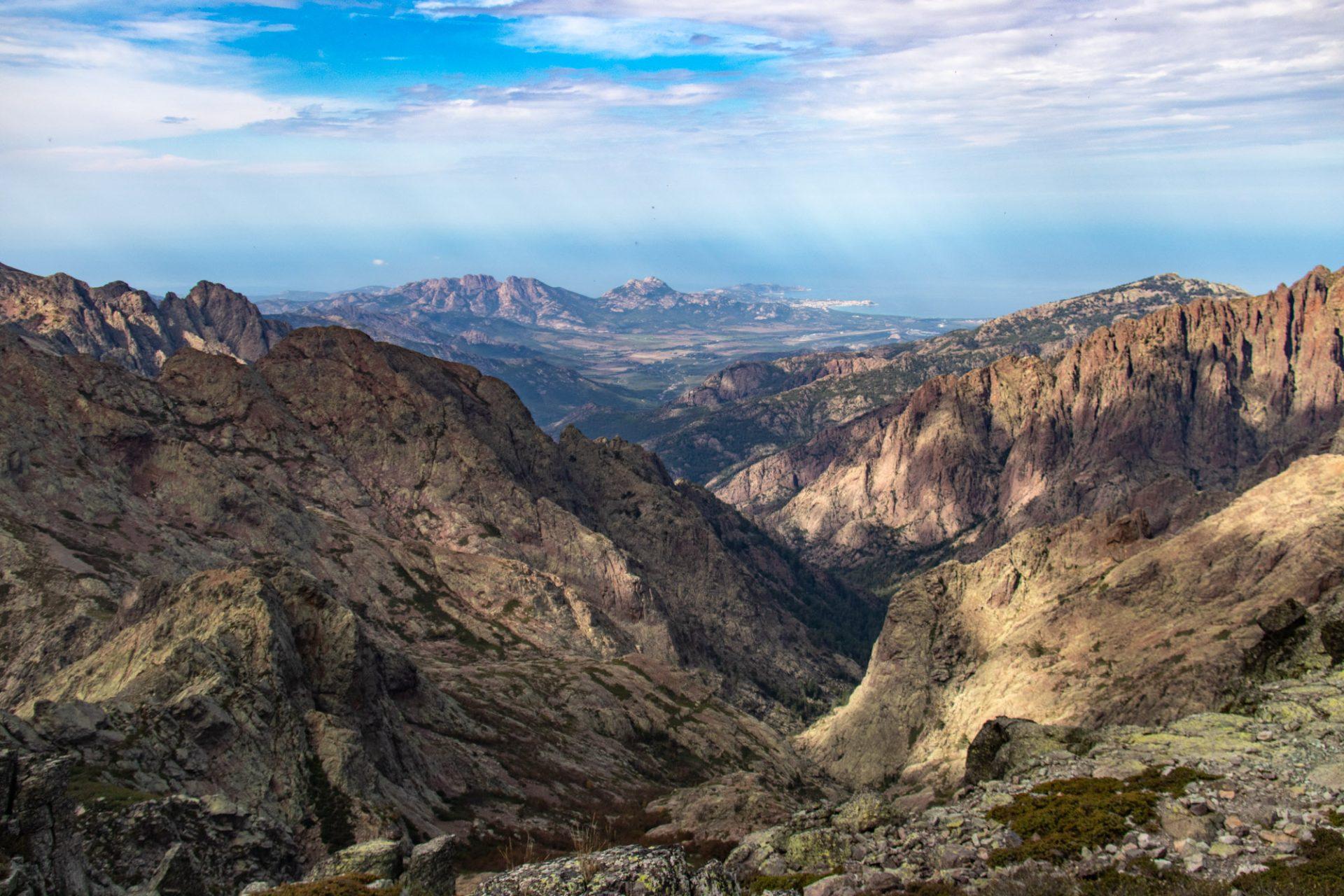 Wandeling naar een bergtop op corsica: de muvrella bij haut asco